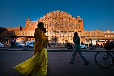 """Discover the """"Pink City"""" of Jaipur and explore the Jag Mandir lake island and the spectacular hilltop fort"""